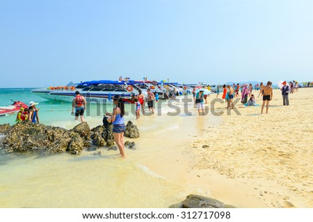 PHANG NGA,THAILAND - MARCH 24 :  People relaxing, Shooting photo, having fun on the beach in summer at Khai Nok island. - 24 March 2015, Phang Nga, Thailand