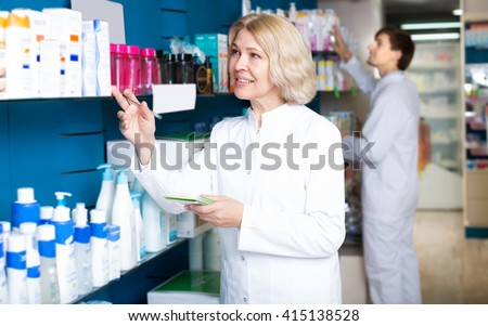 pharmaceutist and technician working in chemist shop