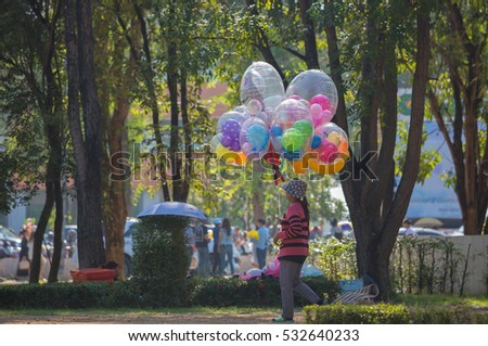 PHITSANULOK, THAILAND - DECEMBER 9 , 2016 :  Balloon Seller on park  in Phitsanulok, Thailand