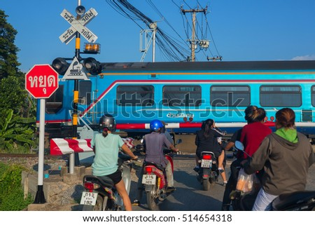 PHITSANULOK, THAILAND - NOVEMBER 3  2016 : People Waiting for The Train to Stop Motorists in Phitsanulok, Thailand