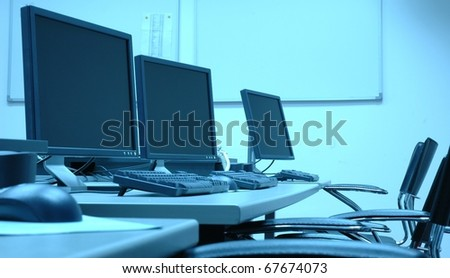 photo blue screens in computer room