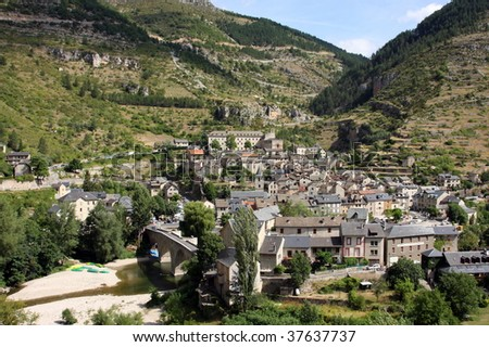 photo of a small town from france: saint énimie