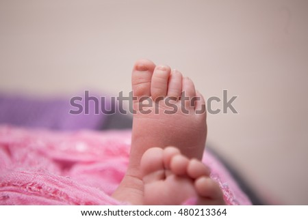 photo of feet of a newborn two weeks baby closeup