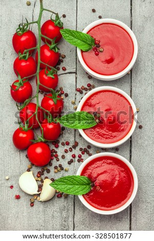 Photo of tomato sauce over wooden table