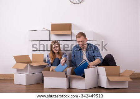 Photo of young married couple moving in new buyed apartment