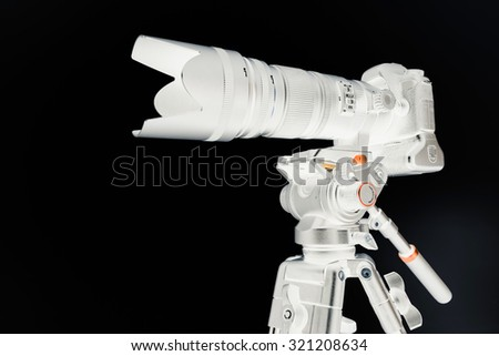 Photographic equipment / Negative camera with lenss on tripod