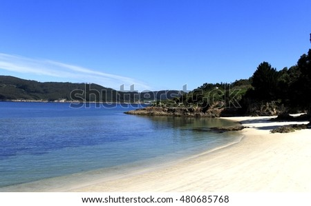 Photography of quiet beach on the estuary of O Barqueiro, in the town of O Vicedo, Lugo, Galicia, Spain, white sand, natural,