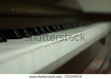 piano keyboard from side