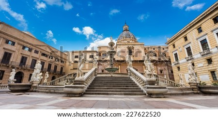 Piazza Pretoria with magnificent fountain, Fontana Pretoria, work of the Florentine renaissance sculptor Francesco Camilliani, it was completed in 1555
