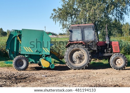 pick-up roller coupled to the tractor