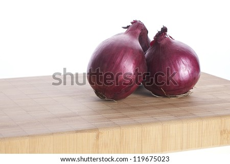 Picture of red onions on a cutting board