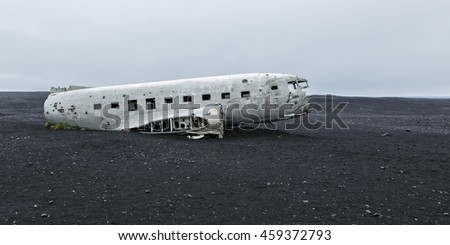 Picture of the crashed DC-3 airplane at the beach of Sandur at Iceland