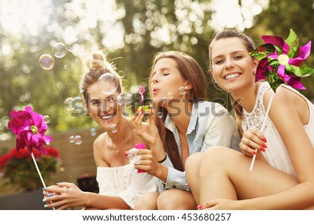 Picture presenting happy group of friends sitting outdoors