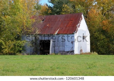 picturesque barn in the countryside