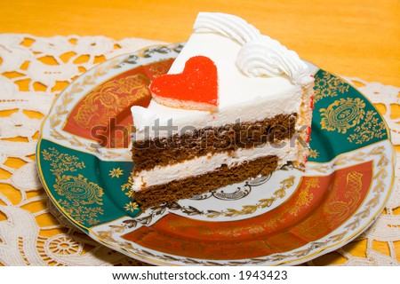 piece of cake with valentine heart
