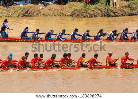 PIJIT, THAILAND - SEP 7 : Unidentified crew in traditional Thai long boats competiton on September 7, 2008, Pijit province, Thailand.