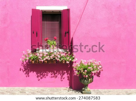 pink house in Burano