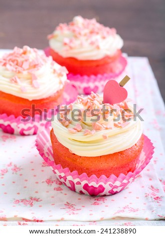 Pink velvet cakes with cream topping