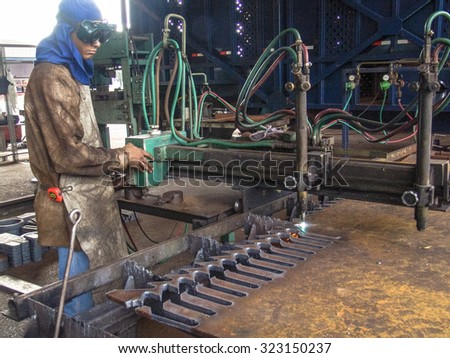 Piracicaba, Sao Paulo, Brazil. March 16, 2005. Technical personnel in agricultural machinery maintenance in the ethanol refinery.
