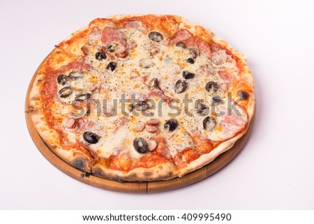 pizza with olives and ham