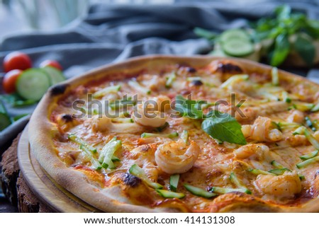pizza with shrimps and cucumber