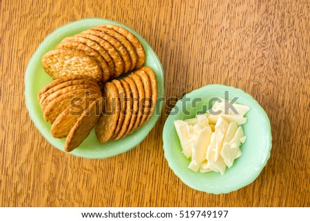 Plate of cheese and crackers snack.