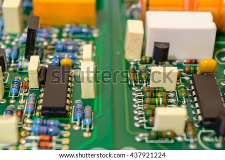 Plate of electronic components