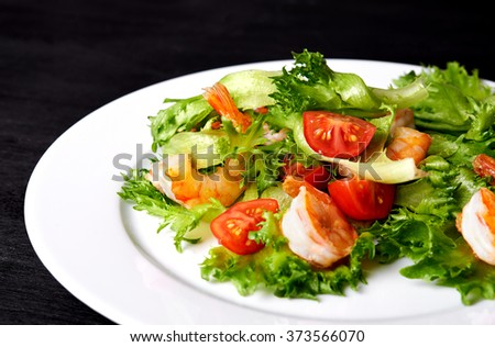 plate of salad with shrimps and cherry tomatoes