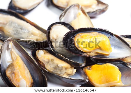 Plate of steamed mussels to eat a snack