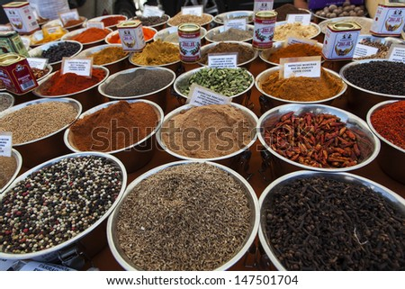 plates whit spices to sell in a market
