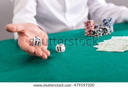Player throwing dices