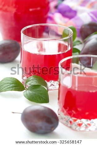 Plum juice and fresh plums