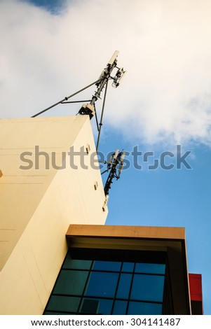 Pole communication on the building