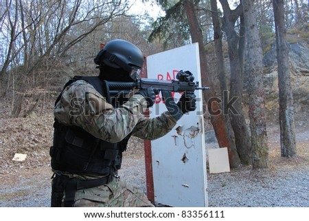 Policeman shoots assault rifle SA vz.58