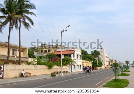 PONDICHERRY, INDIA-OCT 12: People on the waterfront  in Pondicherry, India on October 12, 2014 .