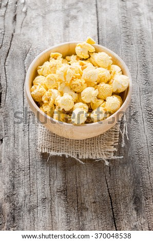 Pop corns salted taste on wood bowl