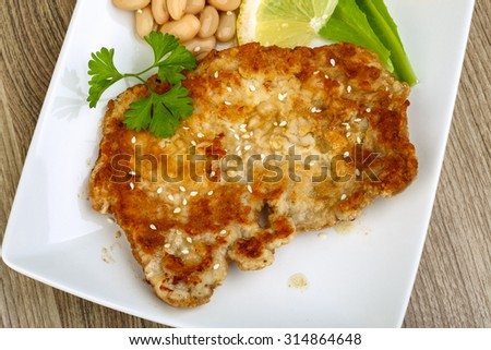 Pork schnitzel with sesame seeds, parsley and lemon