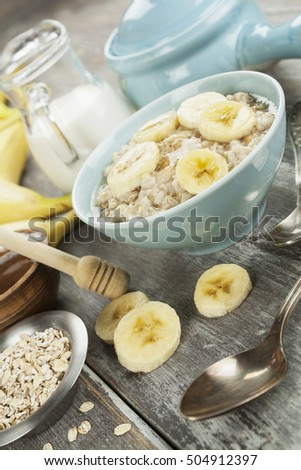Porridge with bananas and honey. Healthy breakfast