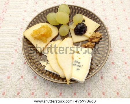 Portion supply of cheese with cherry chutney and citrus marmalade