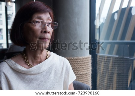 portrait od senior business woman at shopping mall