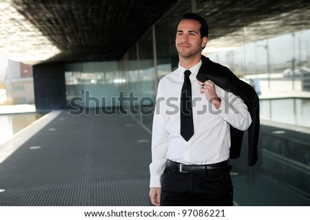 Portrait of a attractive young businessman smiling