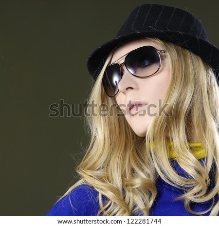 Portrait of a beautiful fashion woman posing with sunglasses