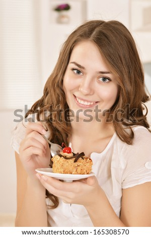 Portrait of a beautiful woman with a cake in hand