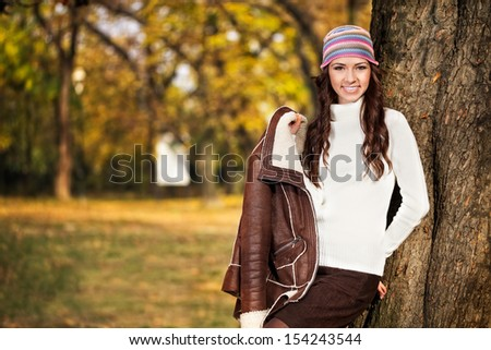 portrait of a brunette girl in an autumn setting