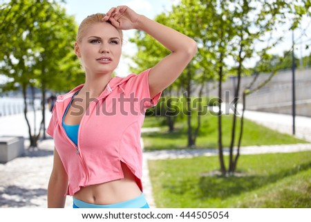 Portrait of a confident sports woman smiling outdoors