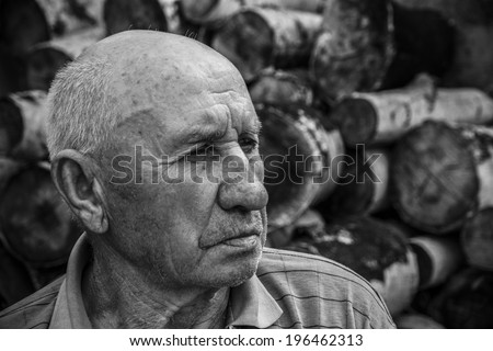 portrait of a sad old man on a background of chocks