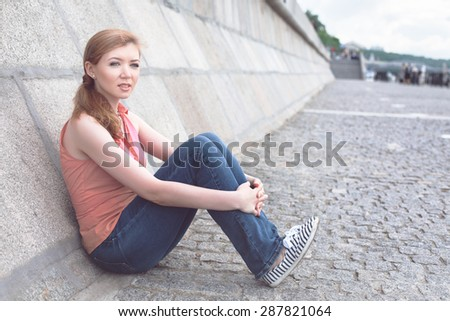 Portrait of a young girl in the city