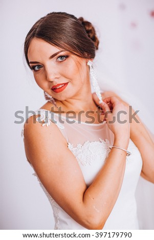 Portrait of Beautiful Bride with Fashion MakeUp. Close Up. Bride in a wedding-dress is in fashion style.