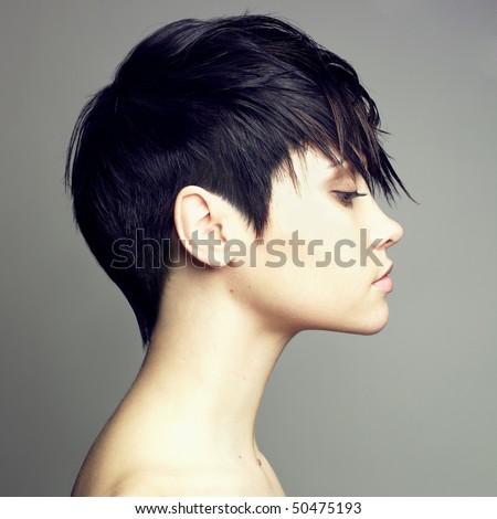 Chân dung người phụ nữ gợi cảm xinh đẹp với kiểu tóc thanh lịch