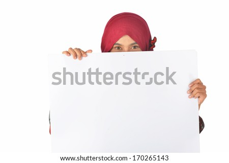 Portrait of eyes contact muslim woman holding a blank white board isolated over white background